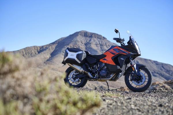 KTM 1290 Super Adventure S 2021 je technologicky najvyspelejší motocykel na trhu