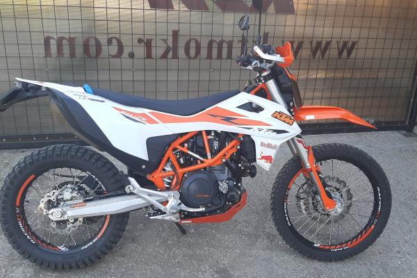 KTM 690 Enduro R sa radí medzi motocykle s univerzálnym využitím
