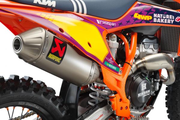 KTM predstavila 2021 KTM 250 SX-F TROY LEE DESIGNS limitovanú motokros edíciu