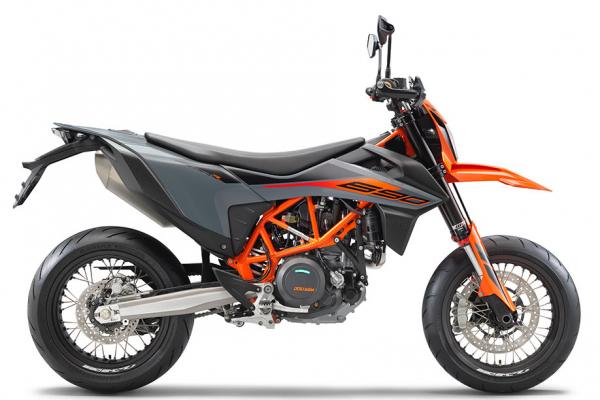 Nové Supermoto KTM 690 SMC R 2021 v OKR Moto