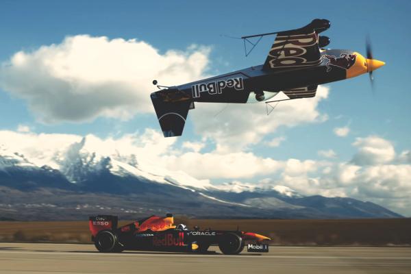 Od Hradu k Hradu. Red Bull Racing vyrazil na výlet cez Česko a Slovensko