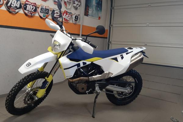 Porovnávací test motocyklov KTM 690 ENDURO R 2021 a Husqvarna 701 Enduro 2021
